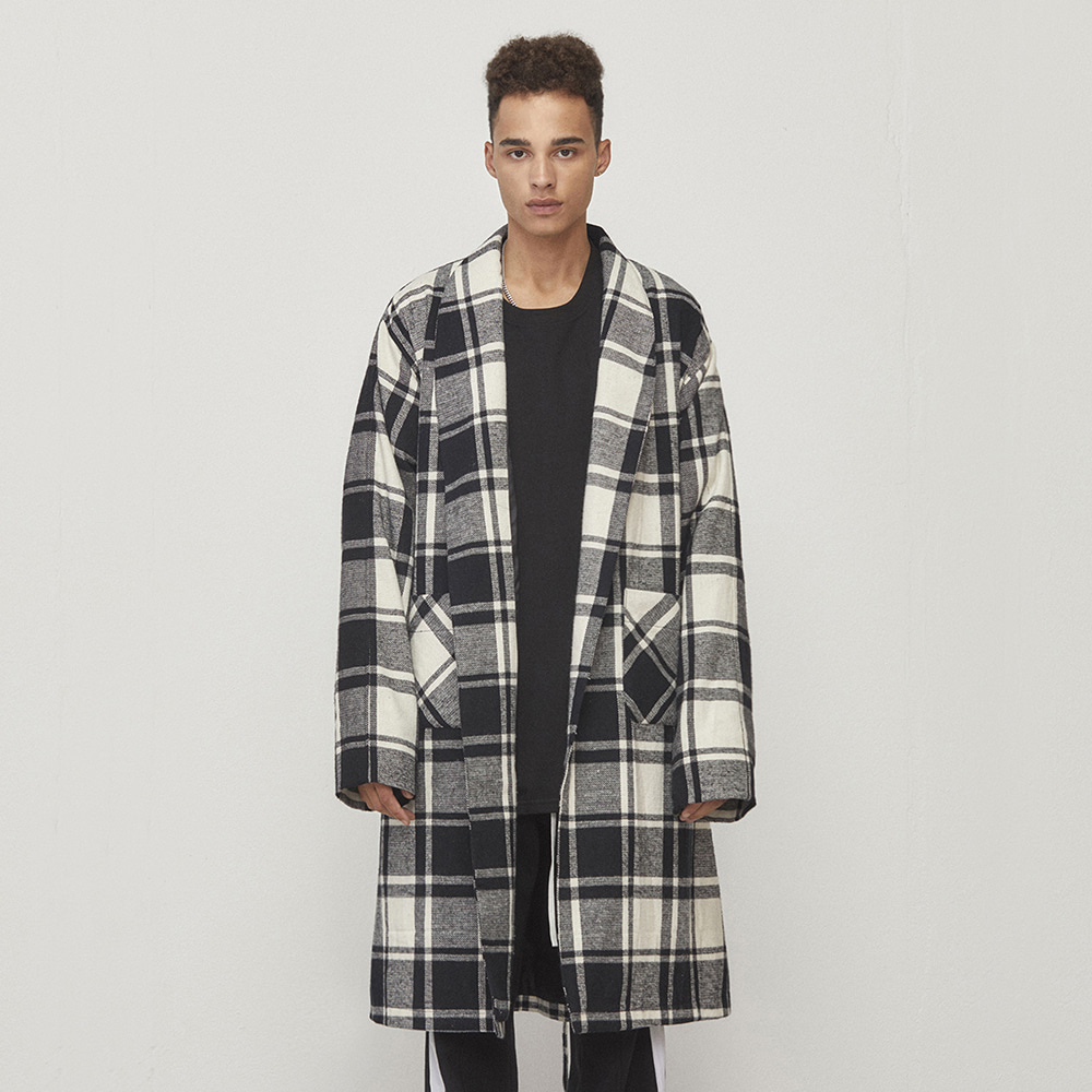 OVERSIZED ROBE COAT (BLACK/WHITE)