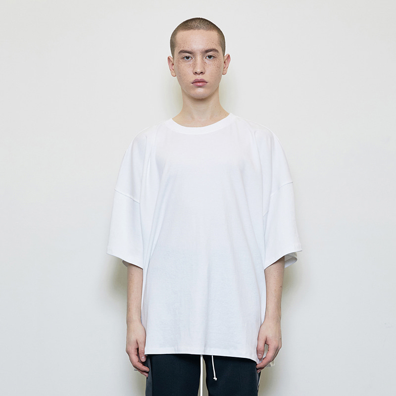 OVERSIZED T-SHIRT (WHITE)
