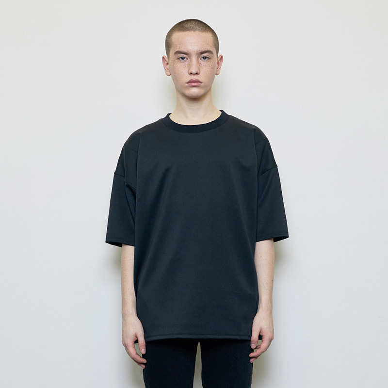 OVERSIZED LOGO LABEL T-SHIRT (BLACK)