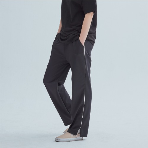 LINE TRAINIG PANTS BLACK
