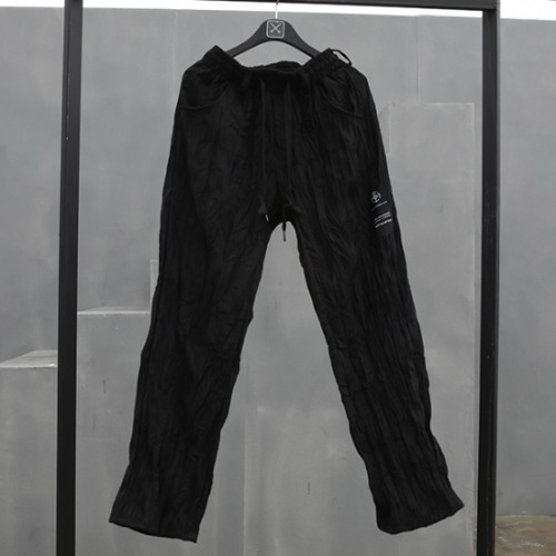 CREASE STRAIGHT PANTS BLACK