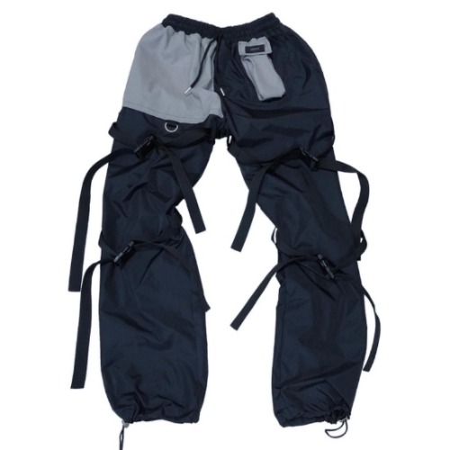 BLACK POCKET STRAP PANTS